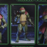 NECA TMNT Raphael 1:4 Scale 1990 Movie Teenage Mutant Ninja Turtles Action Figure Toy Review