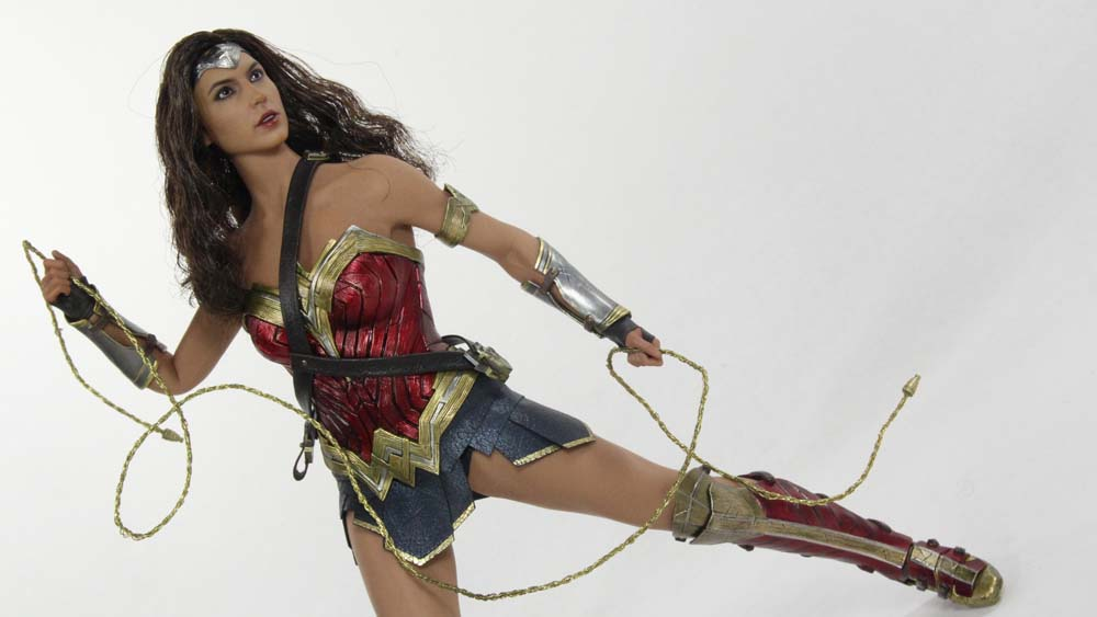 Hot Toys Wonder Woman 1:6 Scale Batman v Superman Dawn of ...